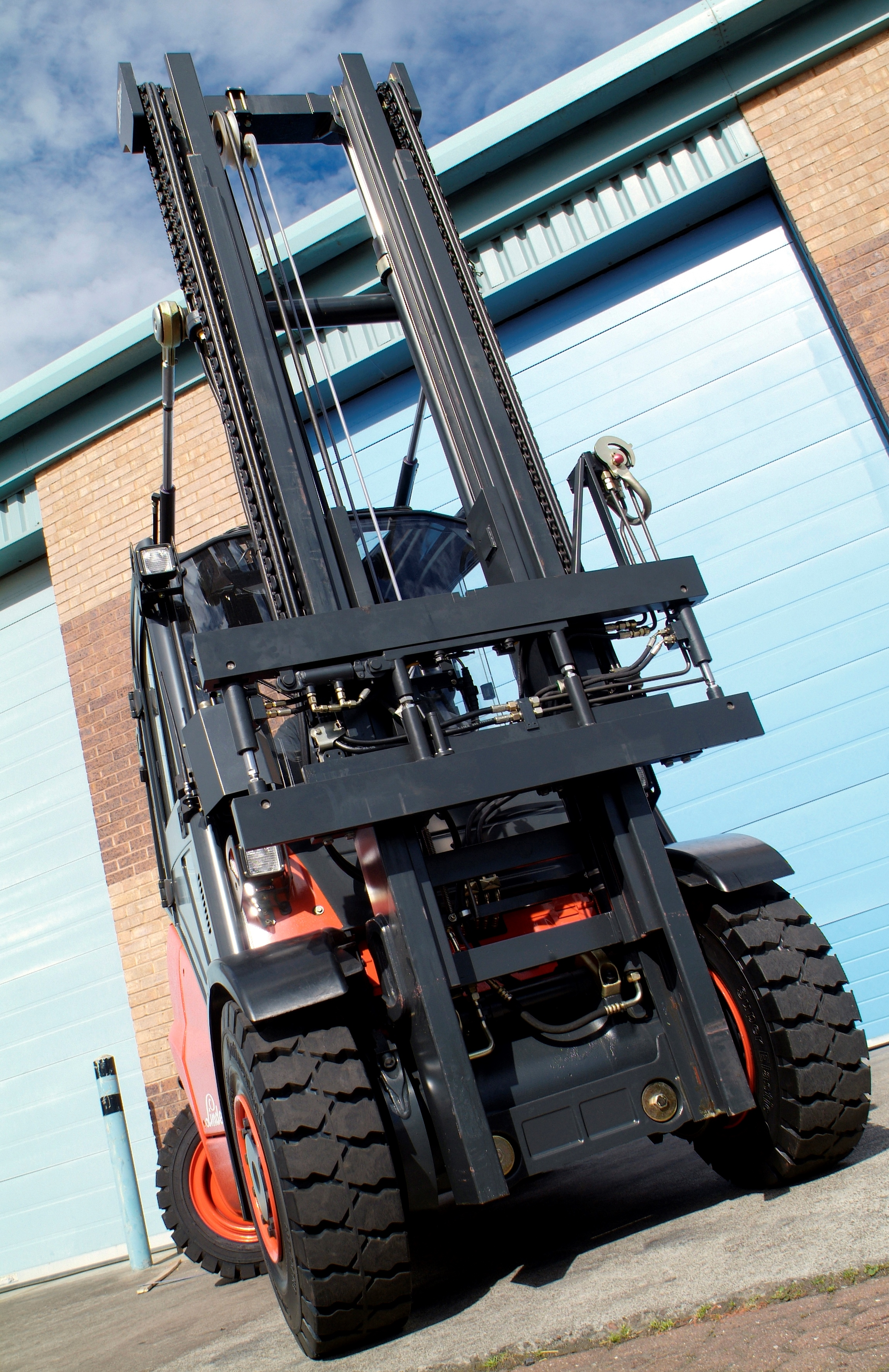 PowerMount the Quick Release System to Interchange Forklift Attachments